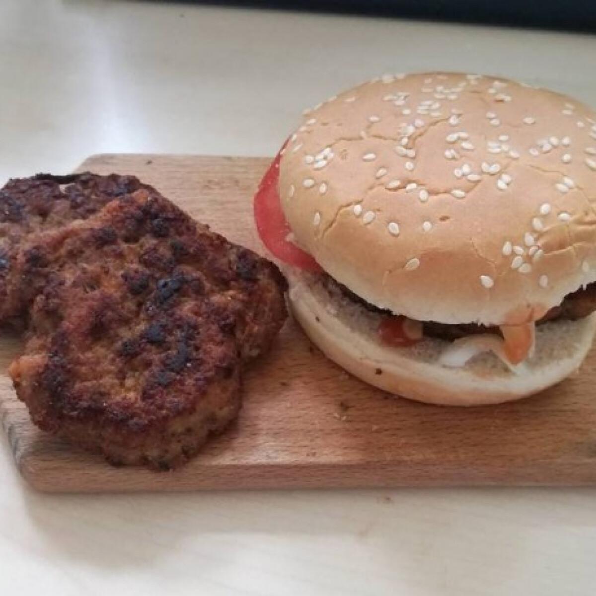 Ezen a képen: Hamburger sertéshúsból