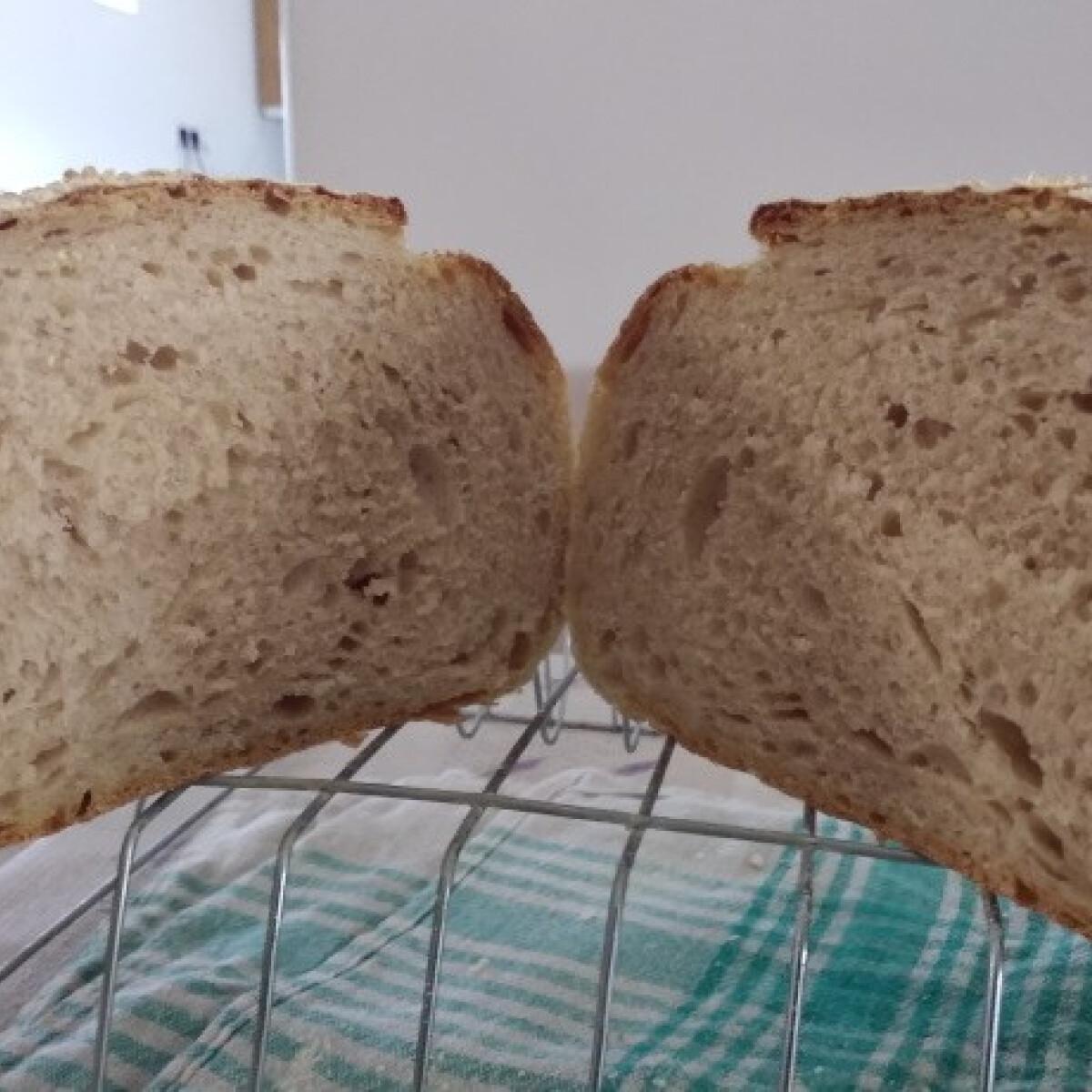 Ezen a képen: Házi kovászos kenyér