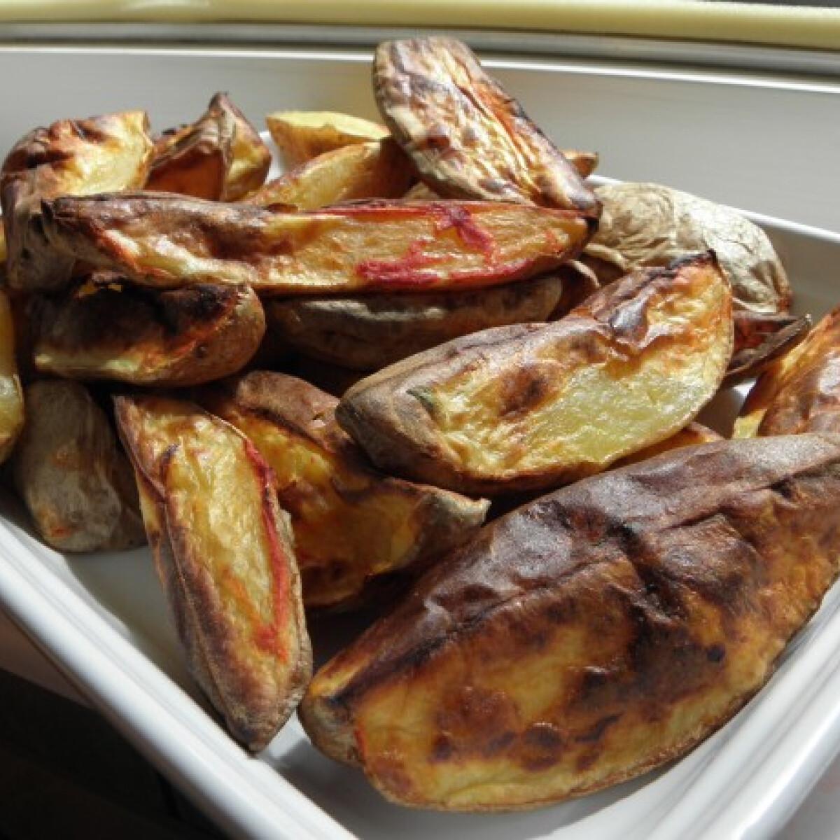 Ezen a képen: Héjában sült krumpli paprikakrémmel