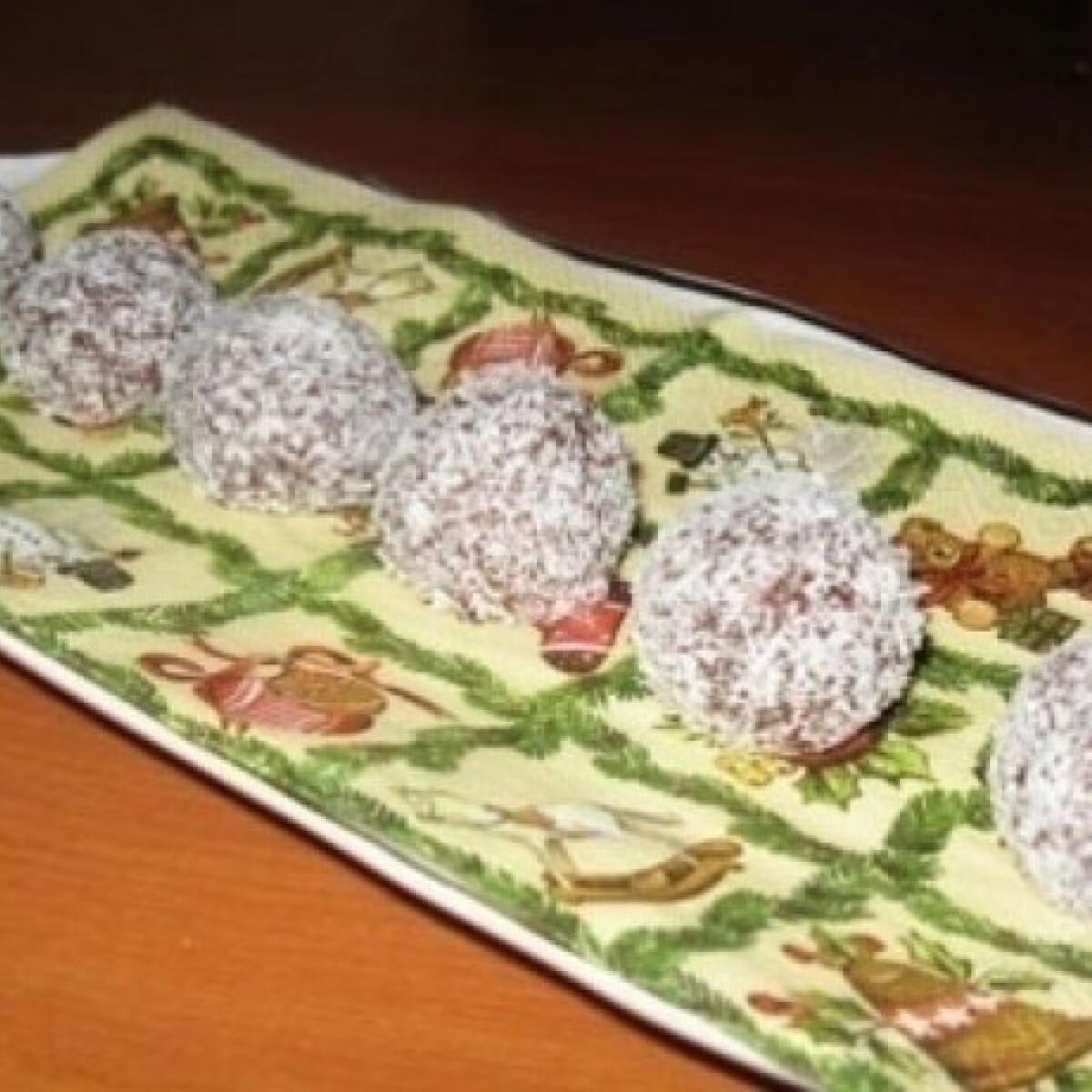 Ezen a képen: Rumos-meggyes kókuszgolyó 2. (Kókuszgolyó 6.)