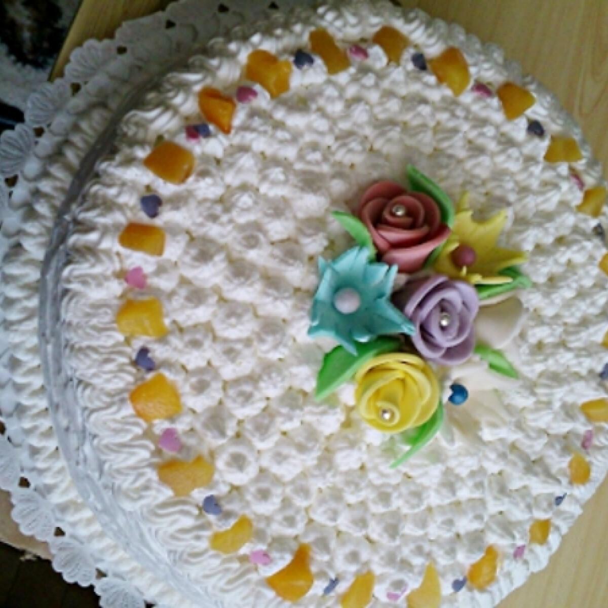 Ezen a képen: Citromkrémes torta Marcsikától