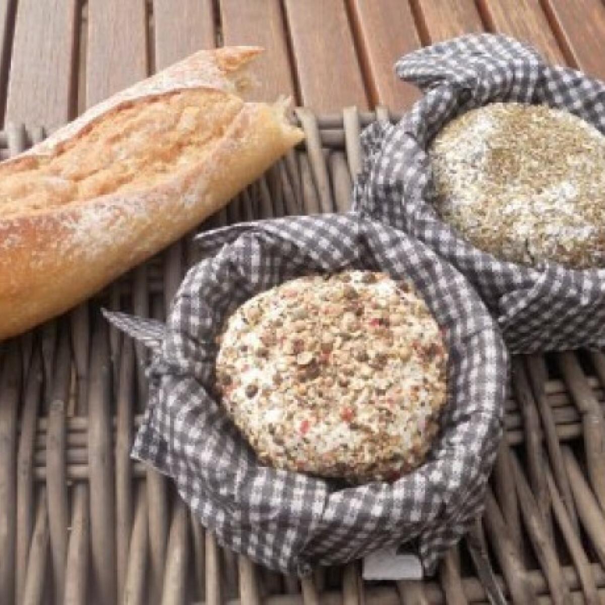 Ezen a képen: Provence-i és borsos sajt
