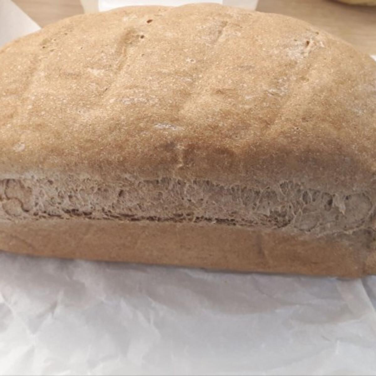 Ezen a képen: Teljes kiőrlésű kenyér Mcsoki konyhájából