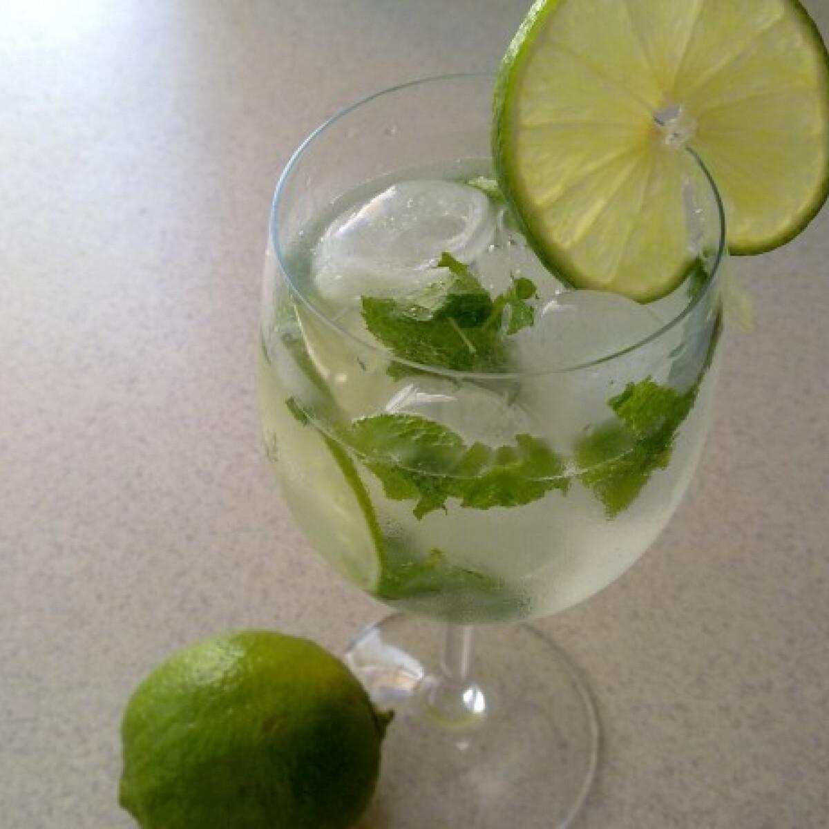 Ezen a képen: Jeges mentás lime-os pezsgő