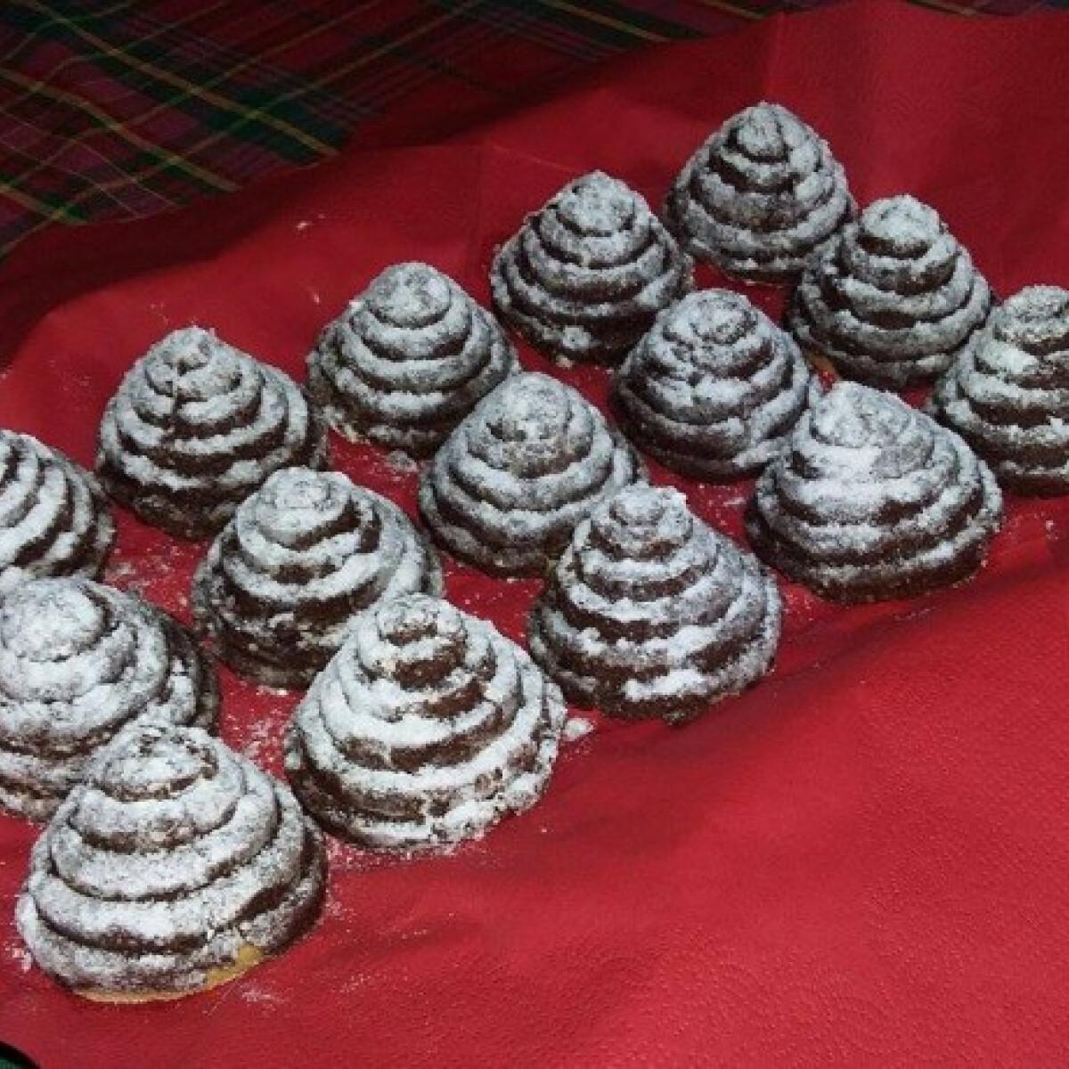 Ezen a képen: Karácsonyi kókuszos kekszpiramis