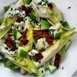 Endívia saláta kéksajttal és baconnel