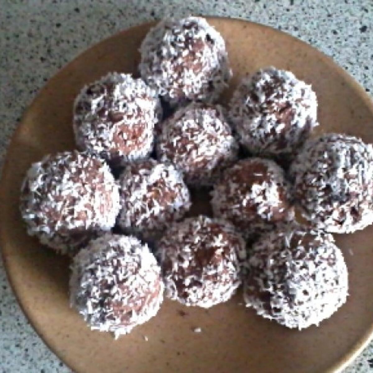 Ezen a képen: Kókuszgolyó diétásan Bernadett konyhájából