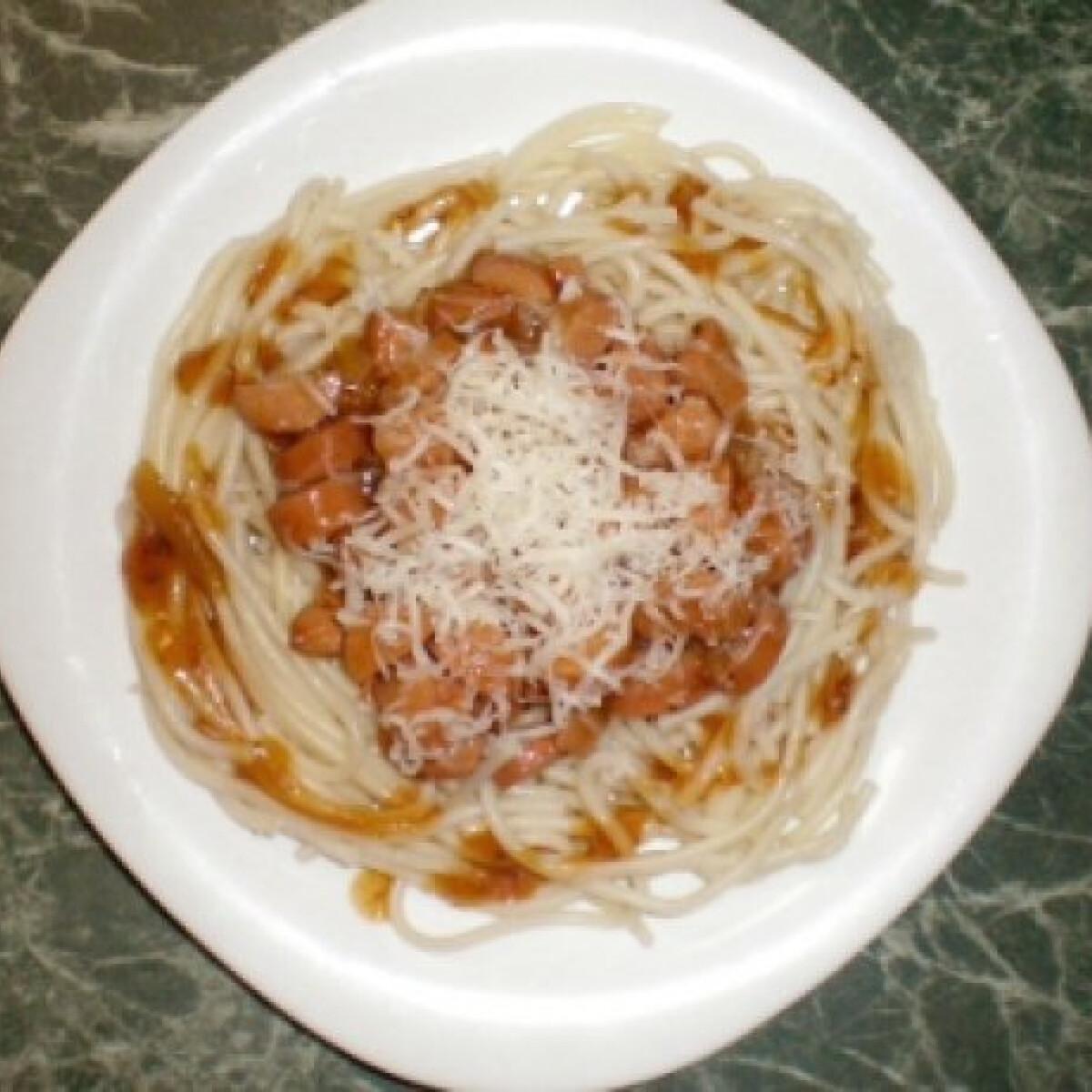 Ezen a képen: Virslis bolognai spagetti