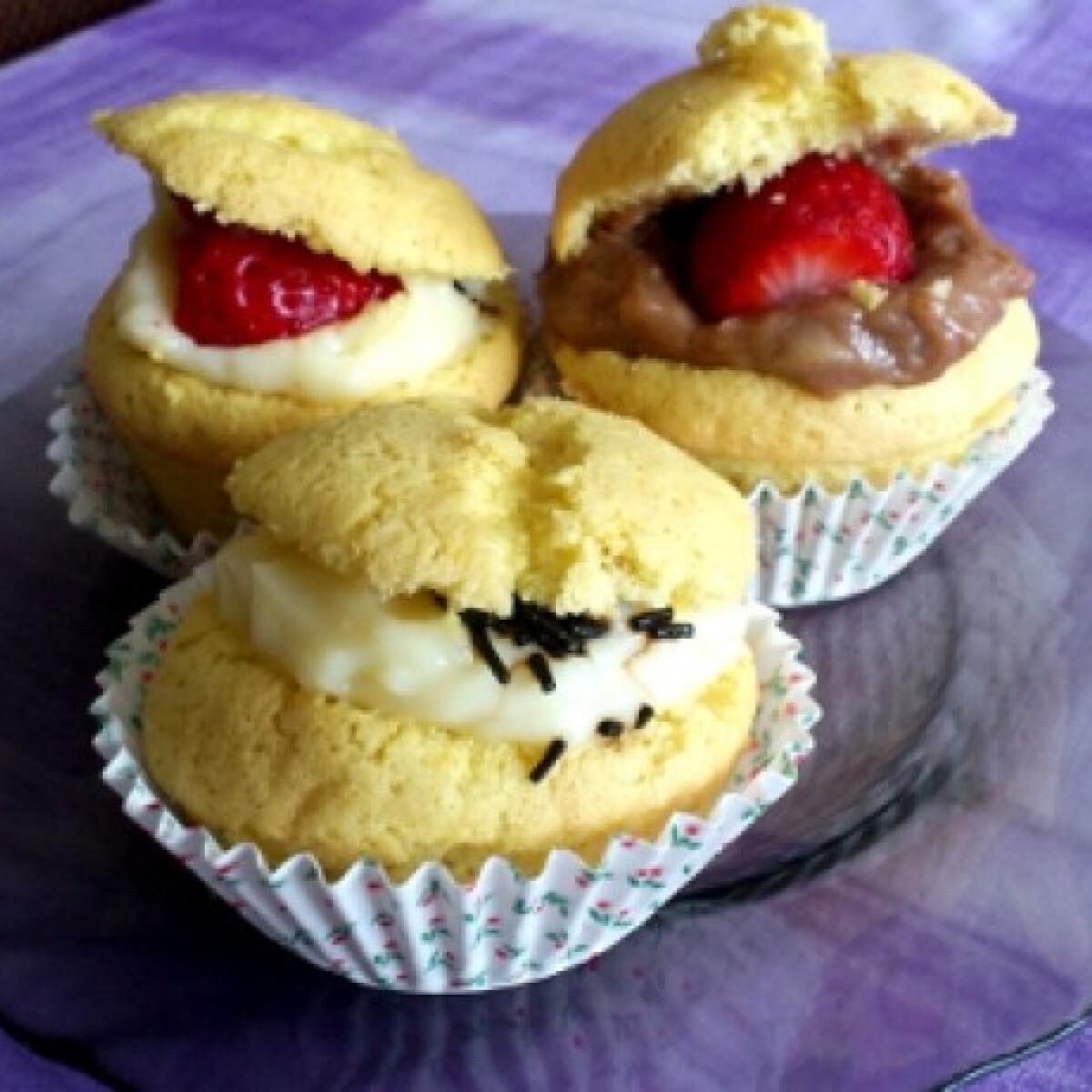 Ezen a képen: Vaníliás és mogyorós krémmel töltött muffin