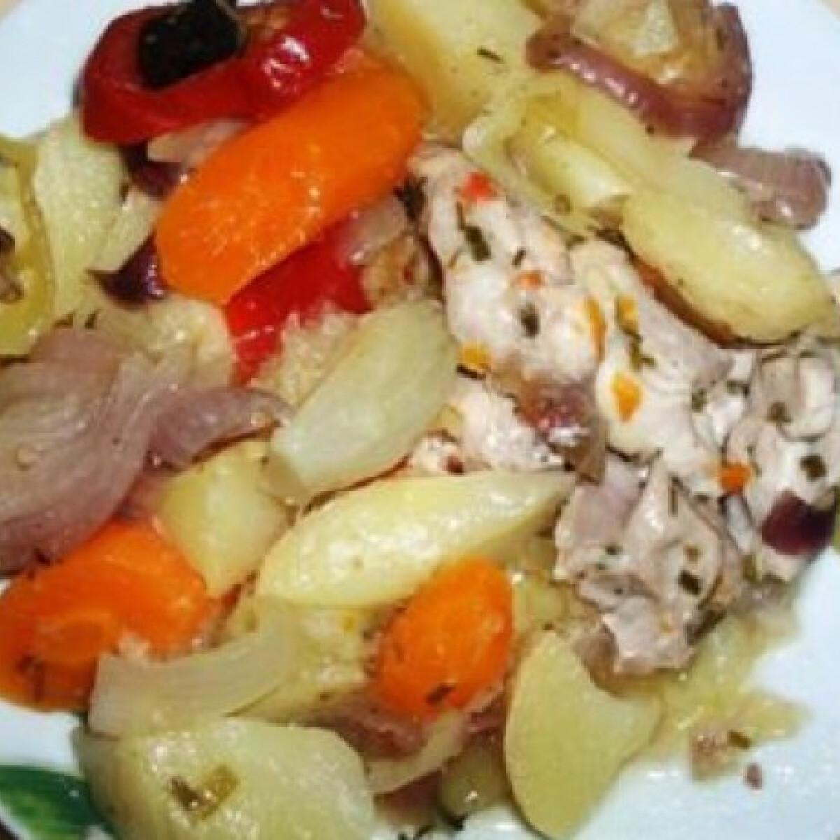 Ezen a képen: Csirkecombfilé vele sült zöldségekkel