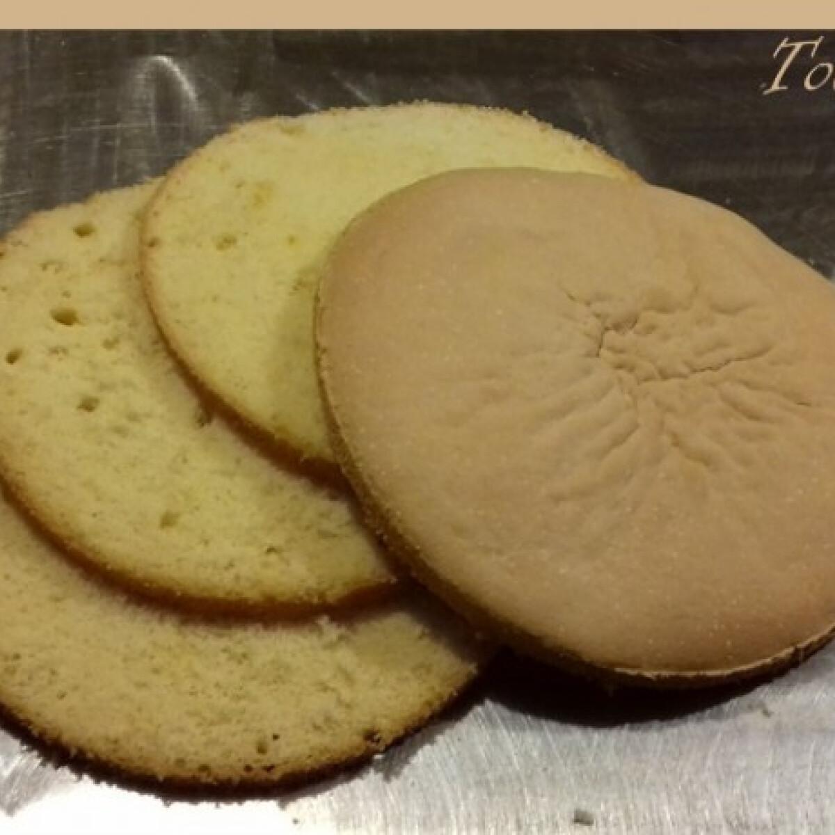 Ezen a képen: Olajos piskóta Nikóka konyhájából
