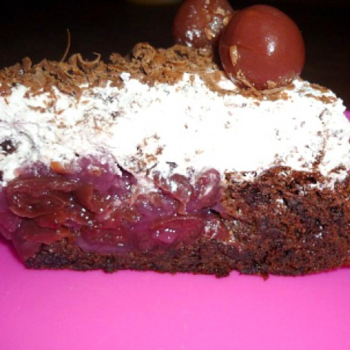 Cseresznyével töltött morzsahabos süti