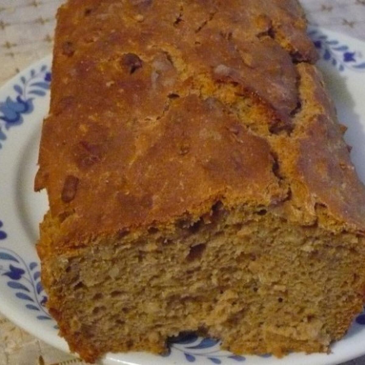 Ezen a képen: Krumplis-kefires-rozsos kenyér
