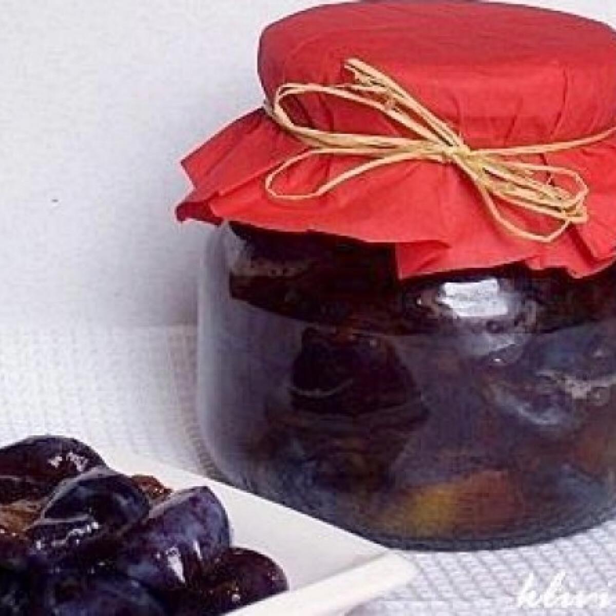 Ezen a képen: Cukrozott szilva nyersen - télire