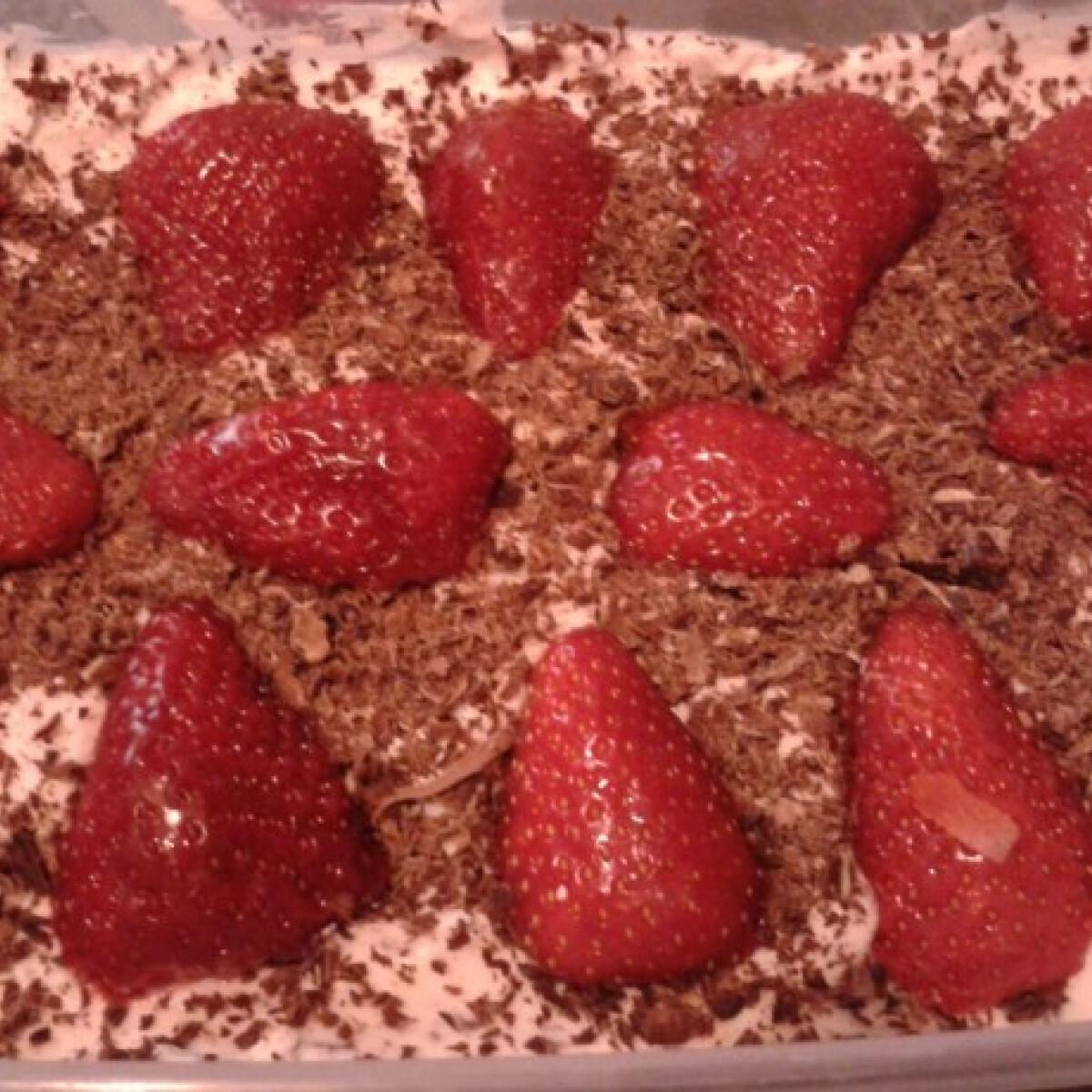 Ezen a képen: Epres édesség sütés nélkül