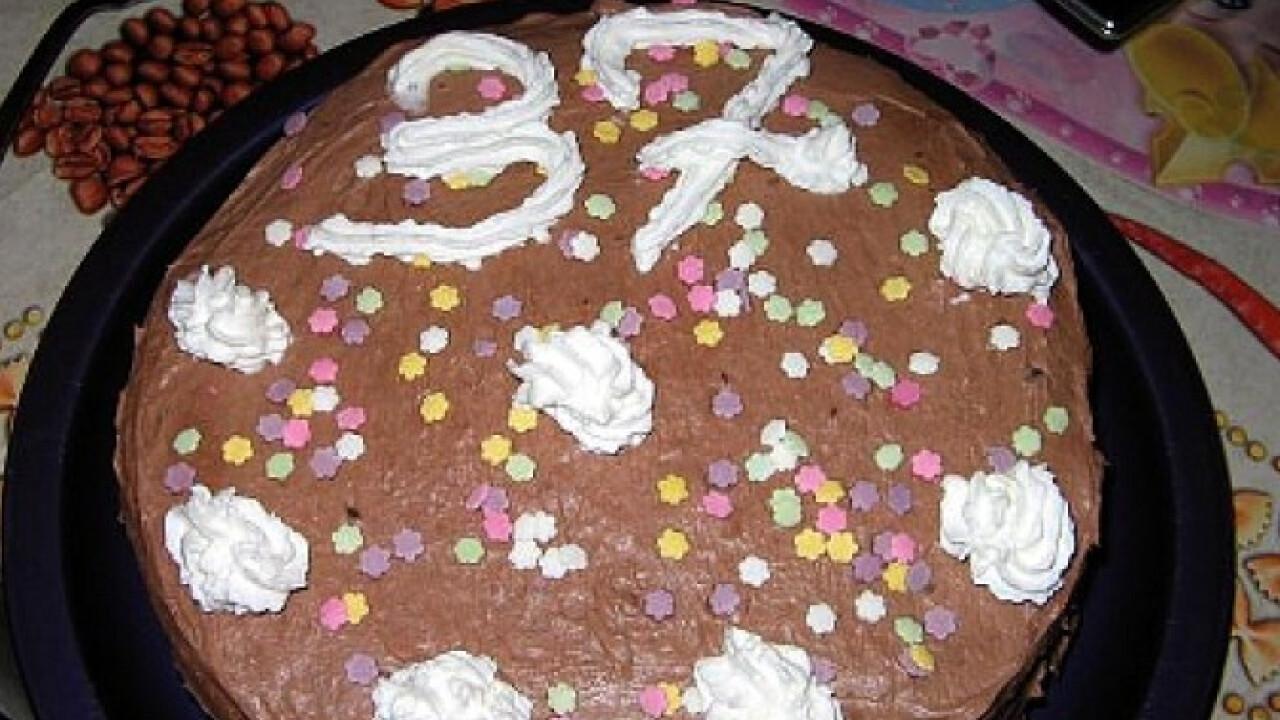 Pudingkrémes vizes piskótás torta