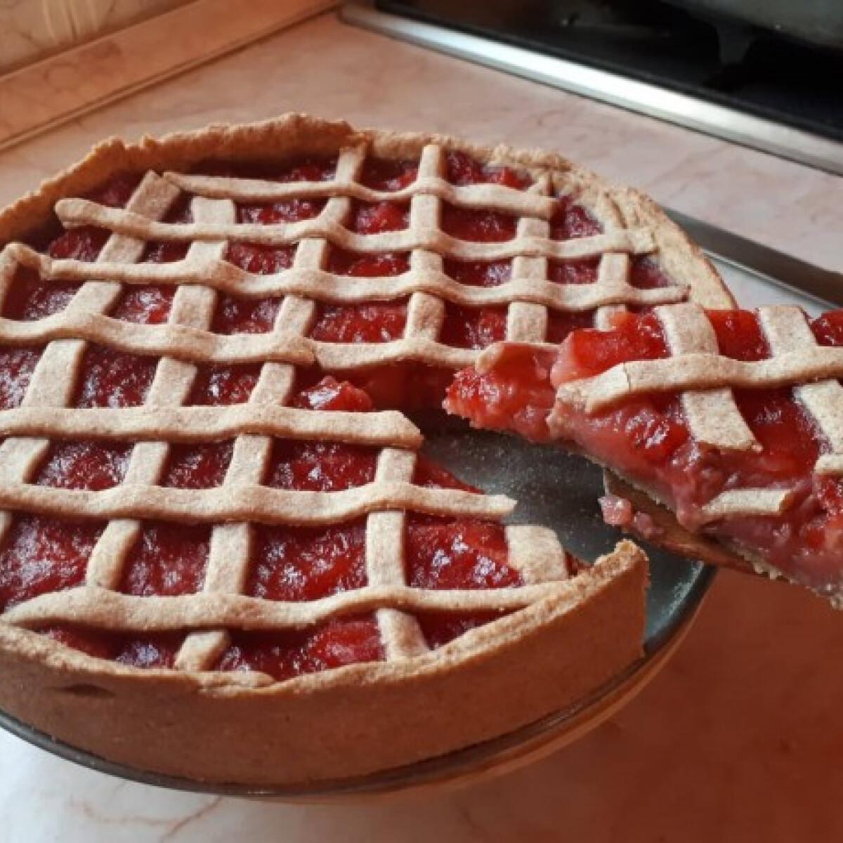 Ezen a képen: Almás-epres teljes kiőrlésű pite