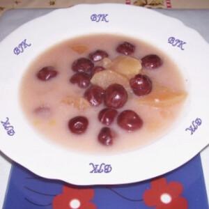 Gyümölcsleves meggyből és almából