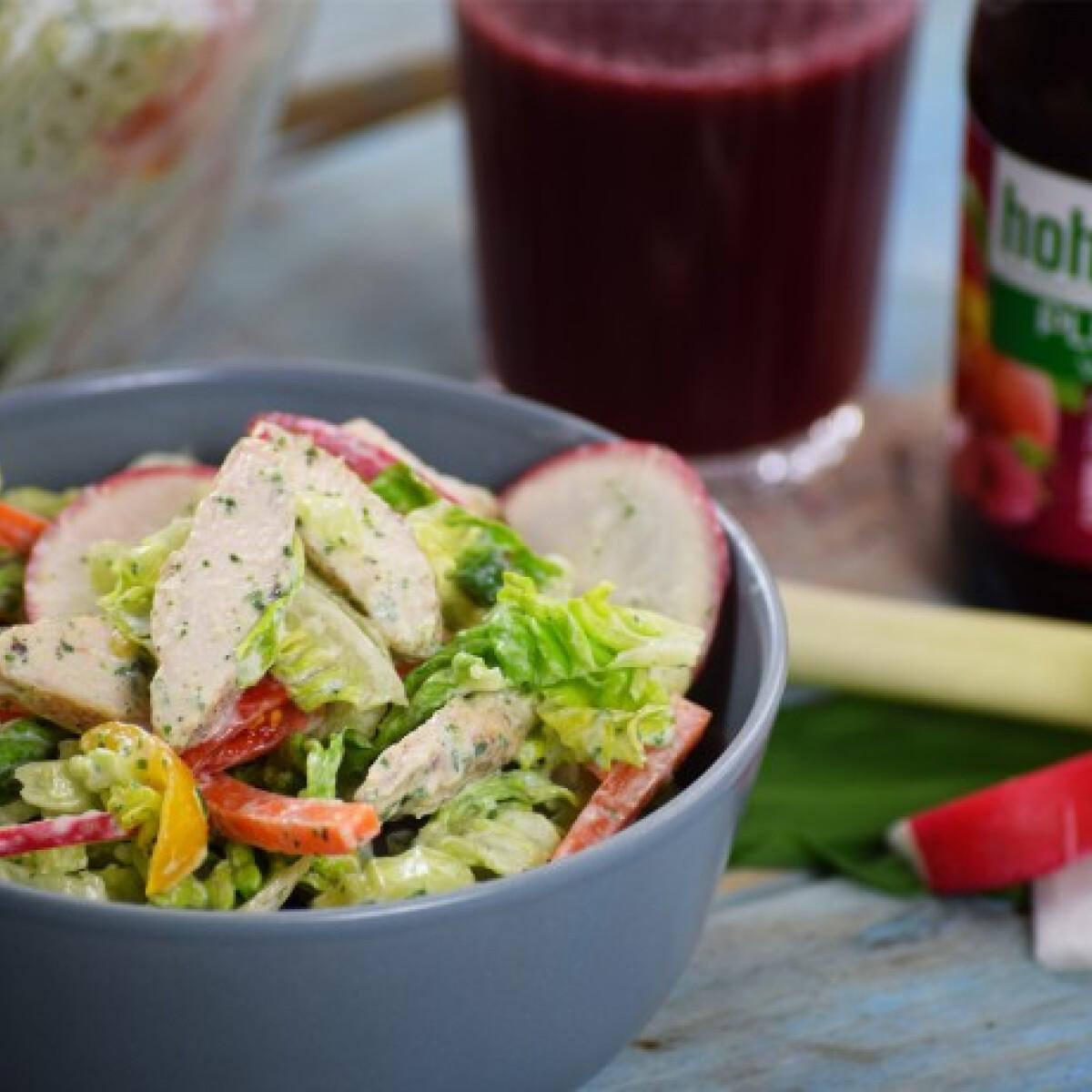 Ezen a képen: Görög-római joghurtos saláta