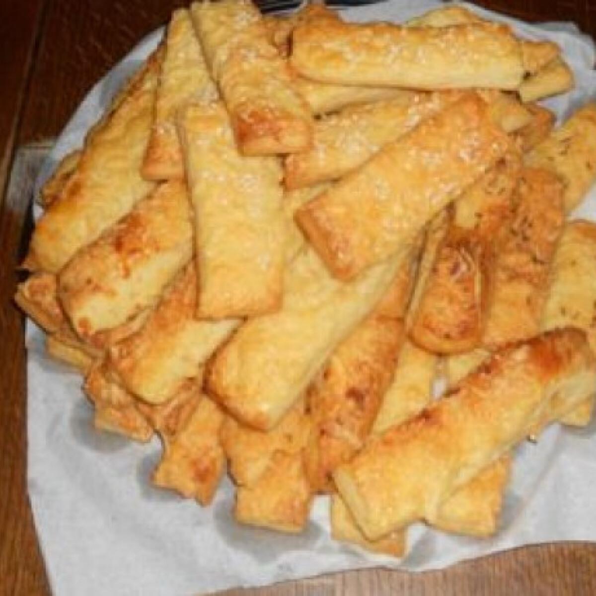 Ezen a képen: Omlós sajtos rudacskák