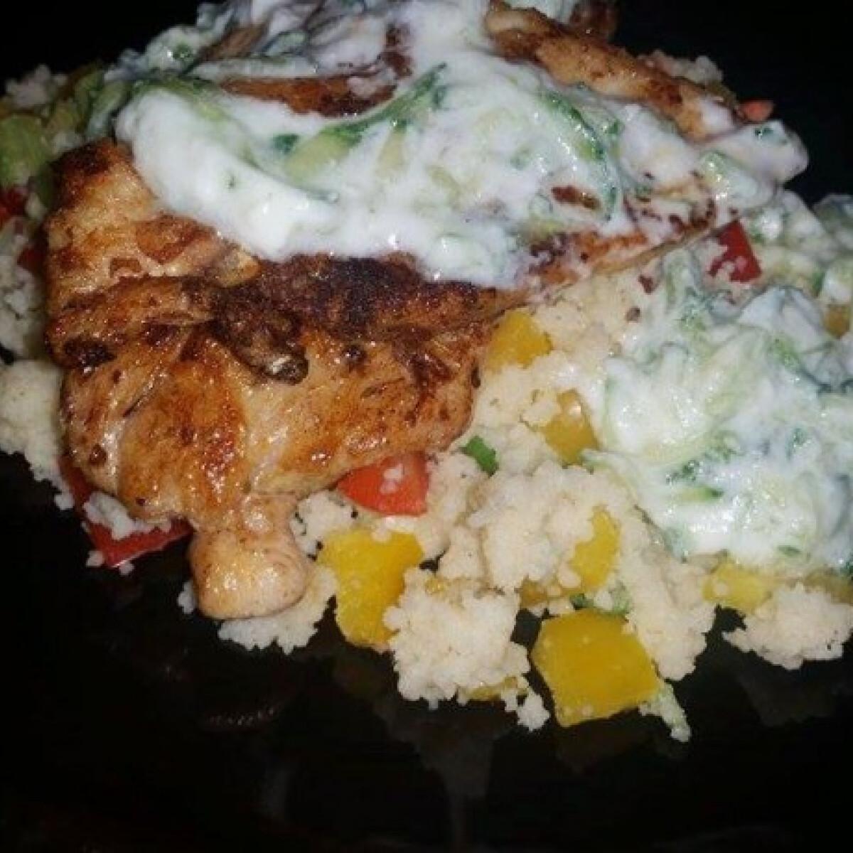 Ezen a képen: Görög csirke zöldséges kuszkusszal Jamietől
