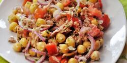 Tonhalas csicseriborsó-saláta