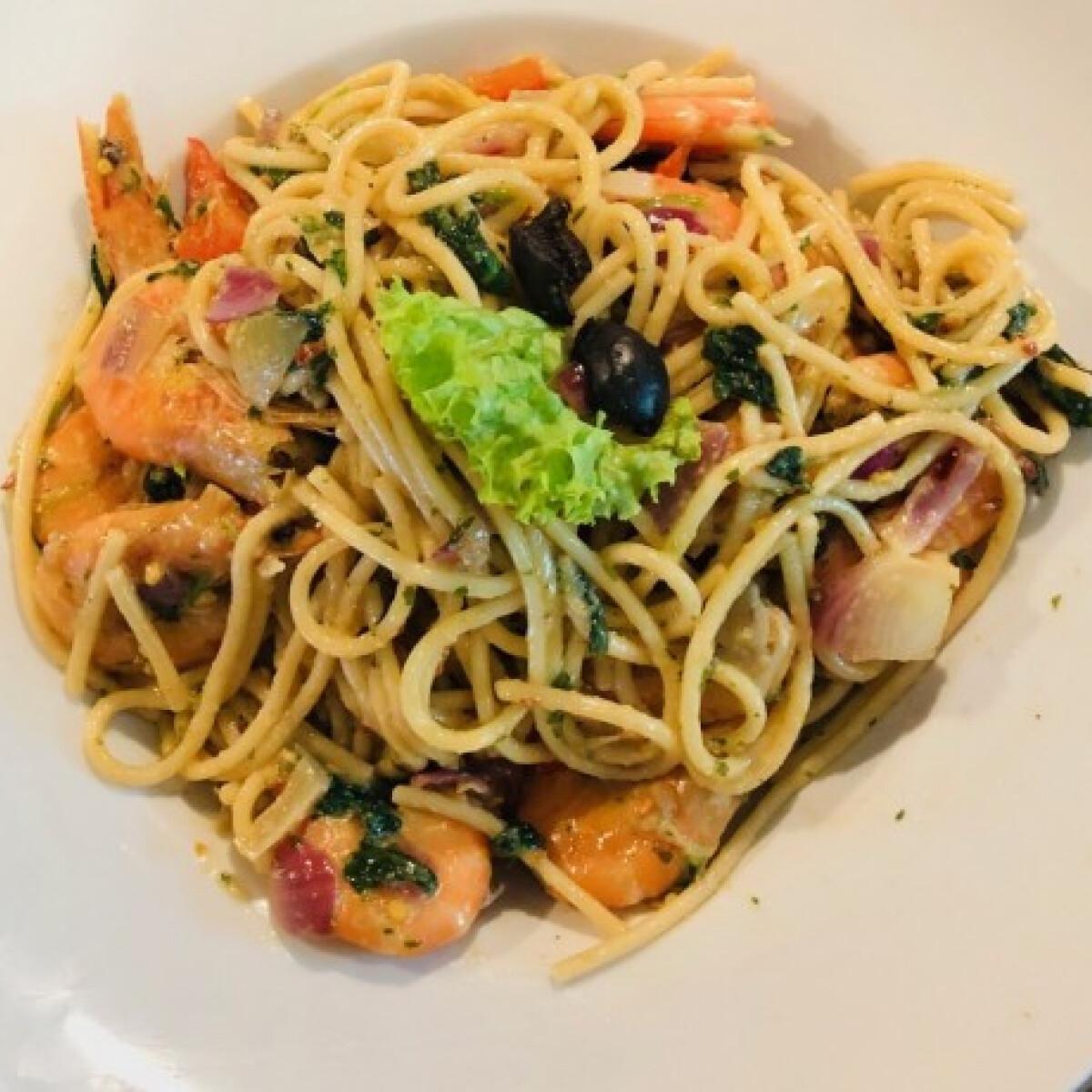 Ezen a képen: Garnélás-chilis spagetti