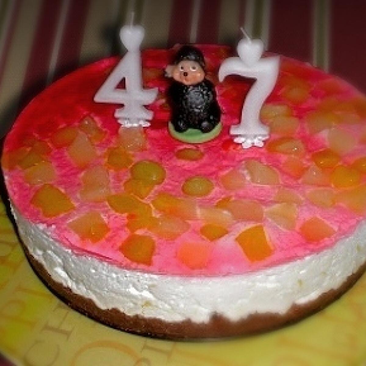 Ezen a képen: Túrótorta sütés nélkül