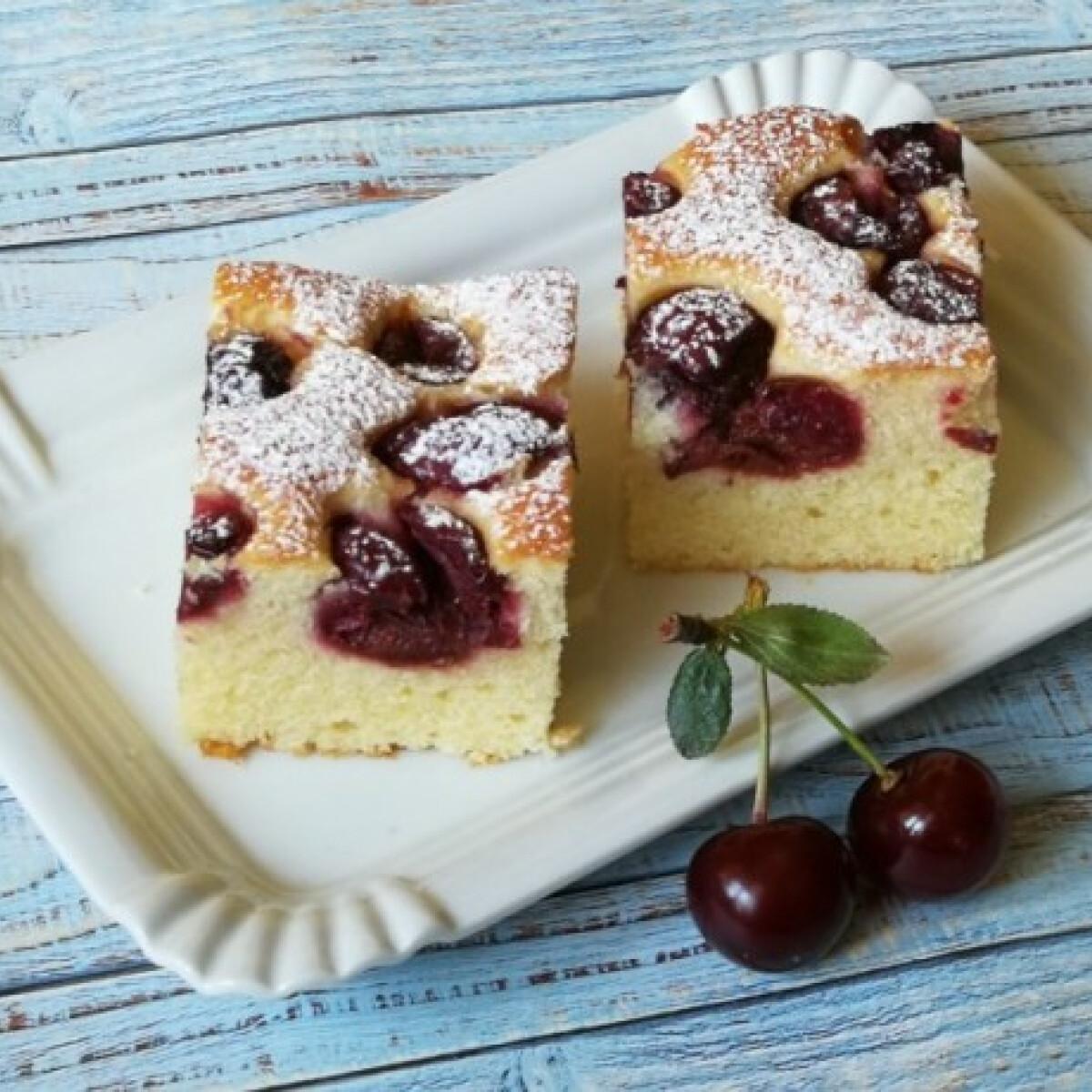 Ezen a képen: Meggyes kevert süti