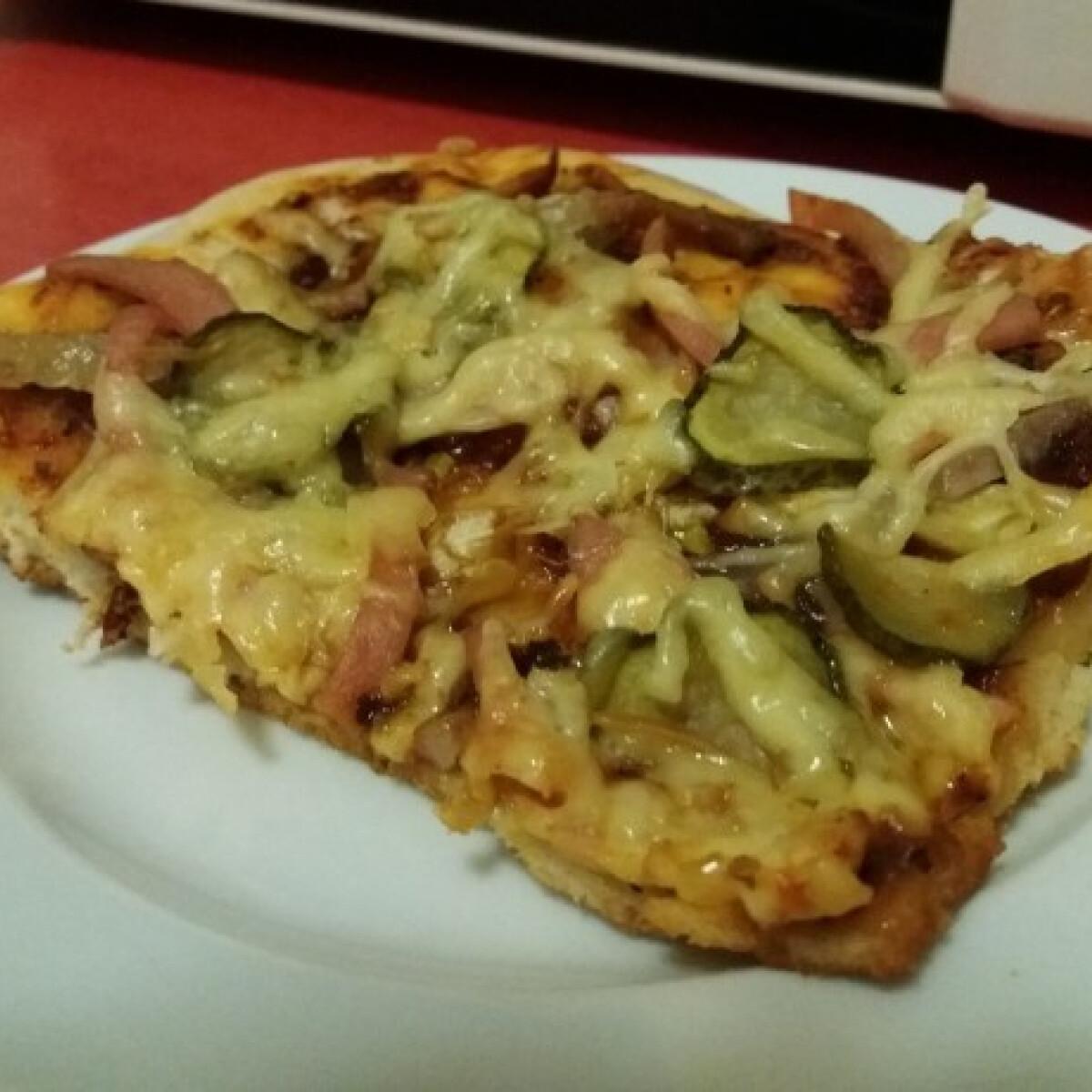 Ezen a képen: Házi pizza