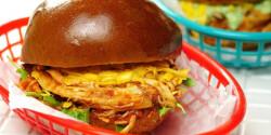 Maradékmentő tépett csirkés szendvics