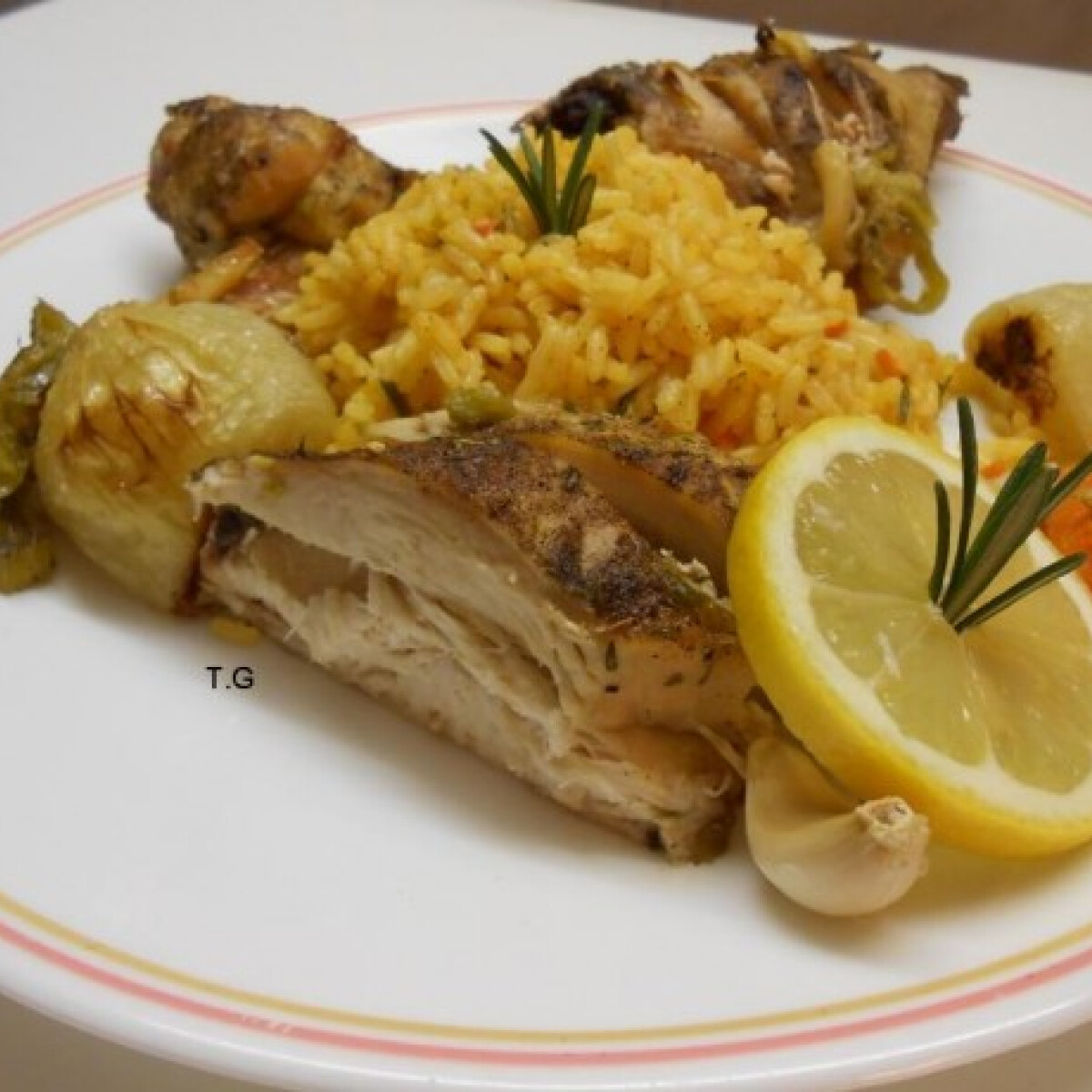 Ezen a képen: Ízletes sült csirke hobbi séf módra