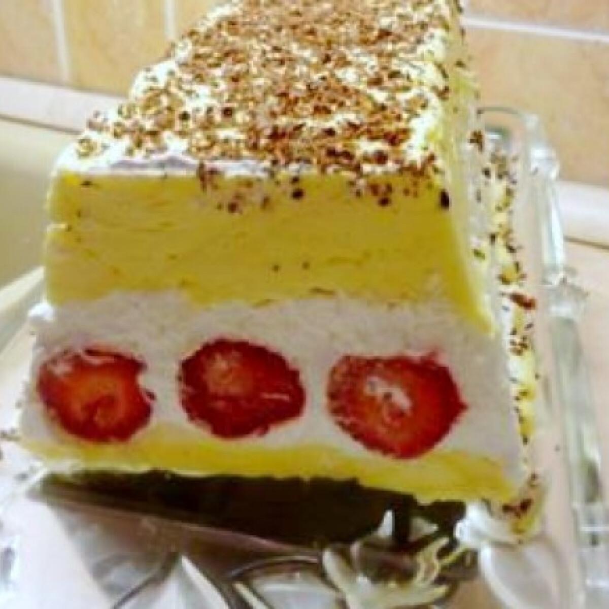 Ezen a képen: Mascarponés-epres habkönnyű desszert