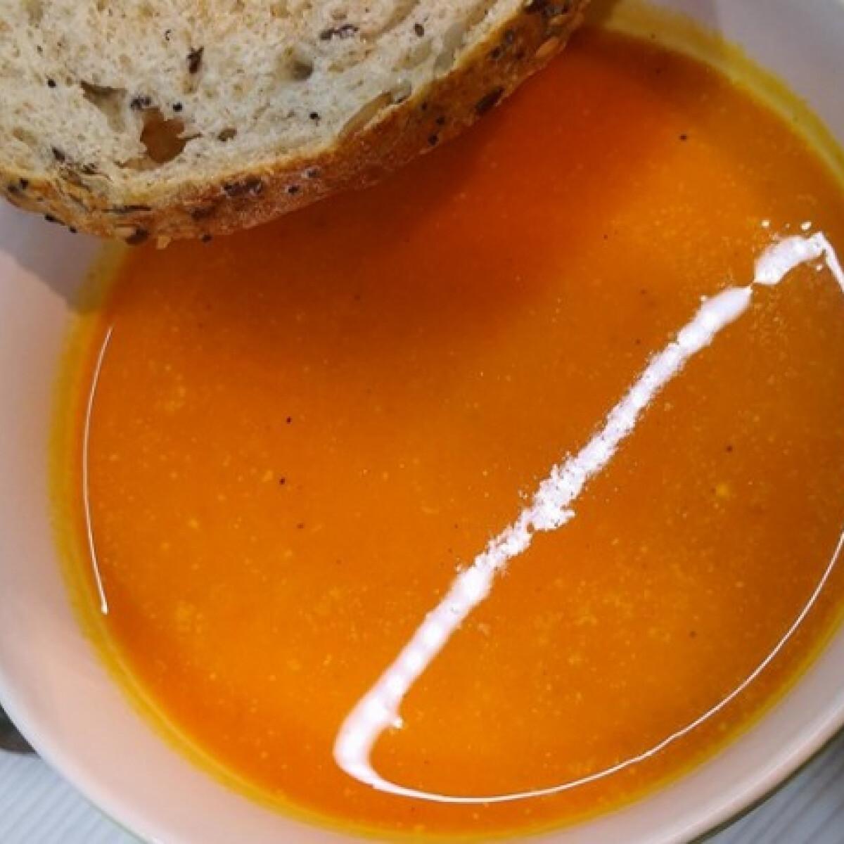 Ezen a képen: Egyszerű, sűrű és finom sütőtökkrémleves