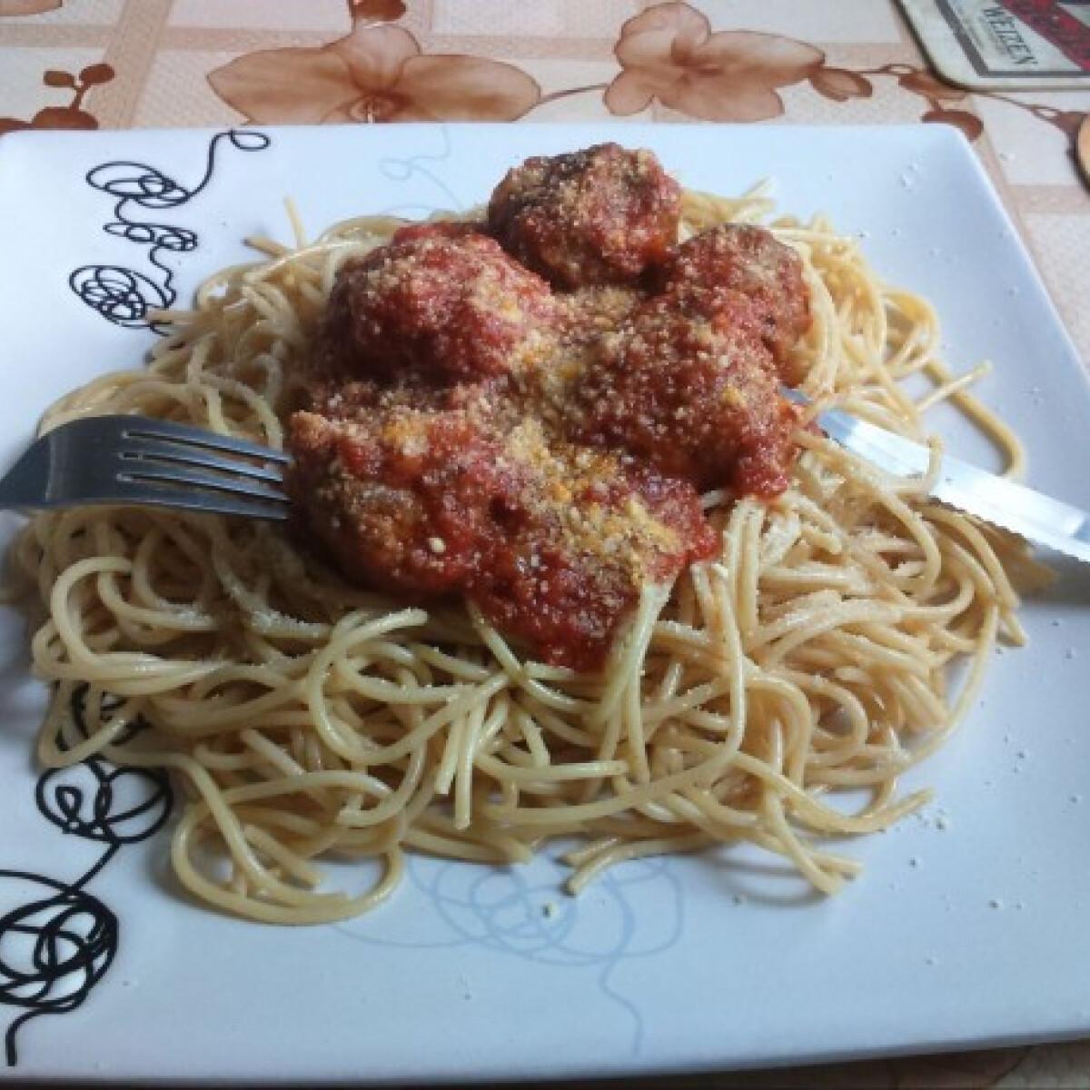 Ezen a képen: Spagetti paradicsomos húsgombóccal