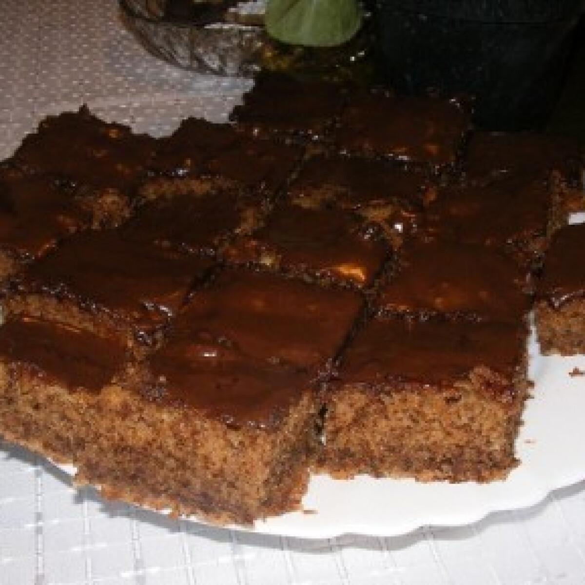 Ezen a képen: Diós kevert sütemény