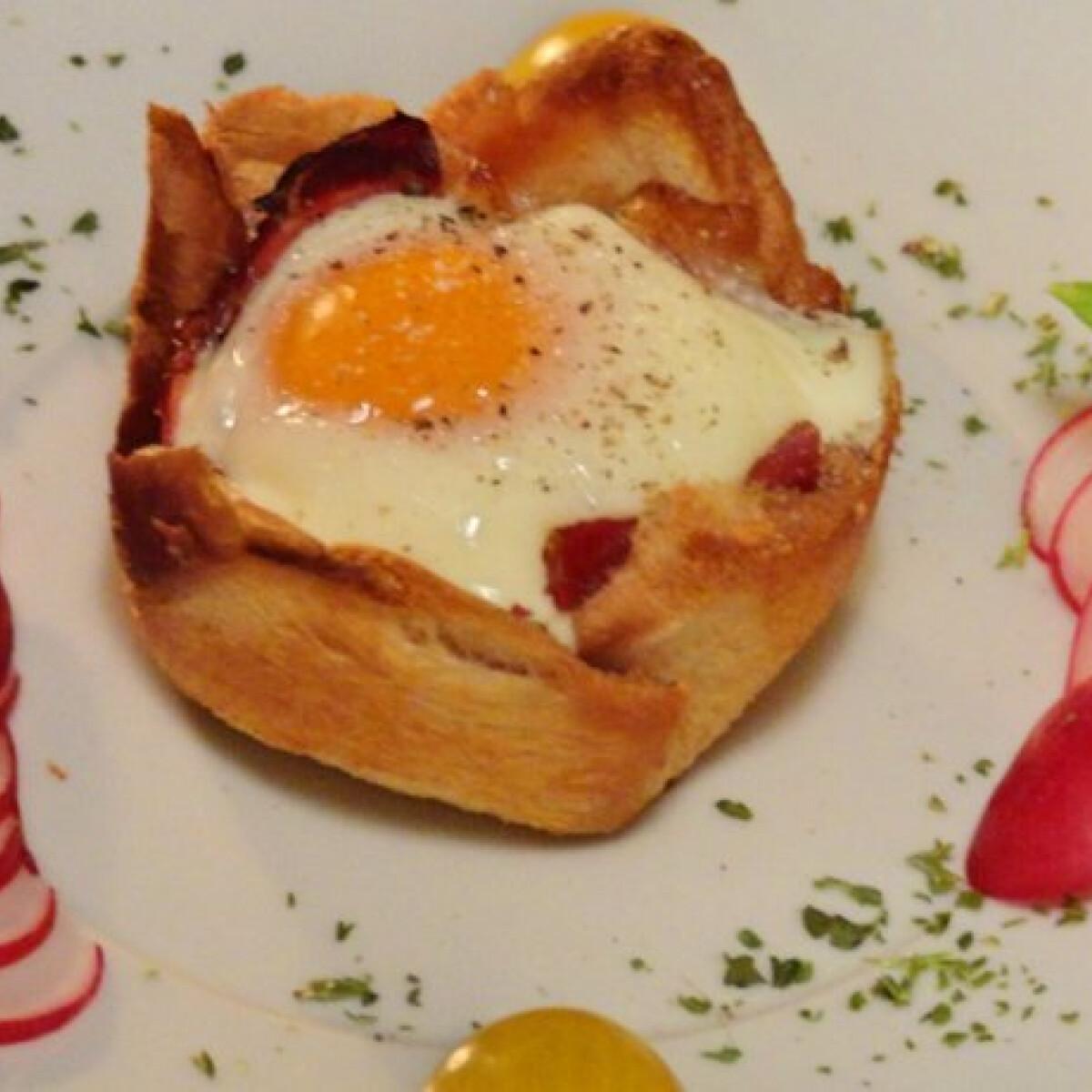 Toast kenyér-muffin tojással