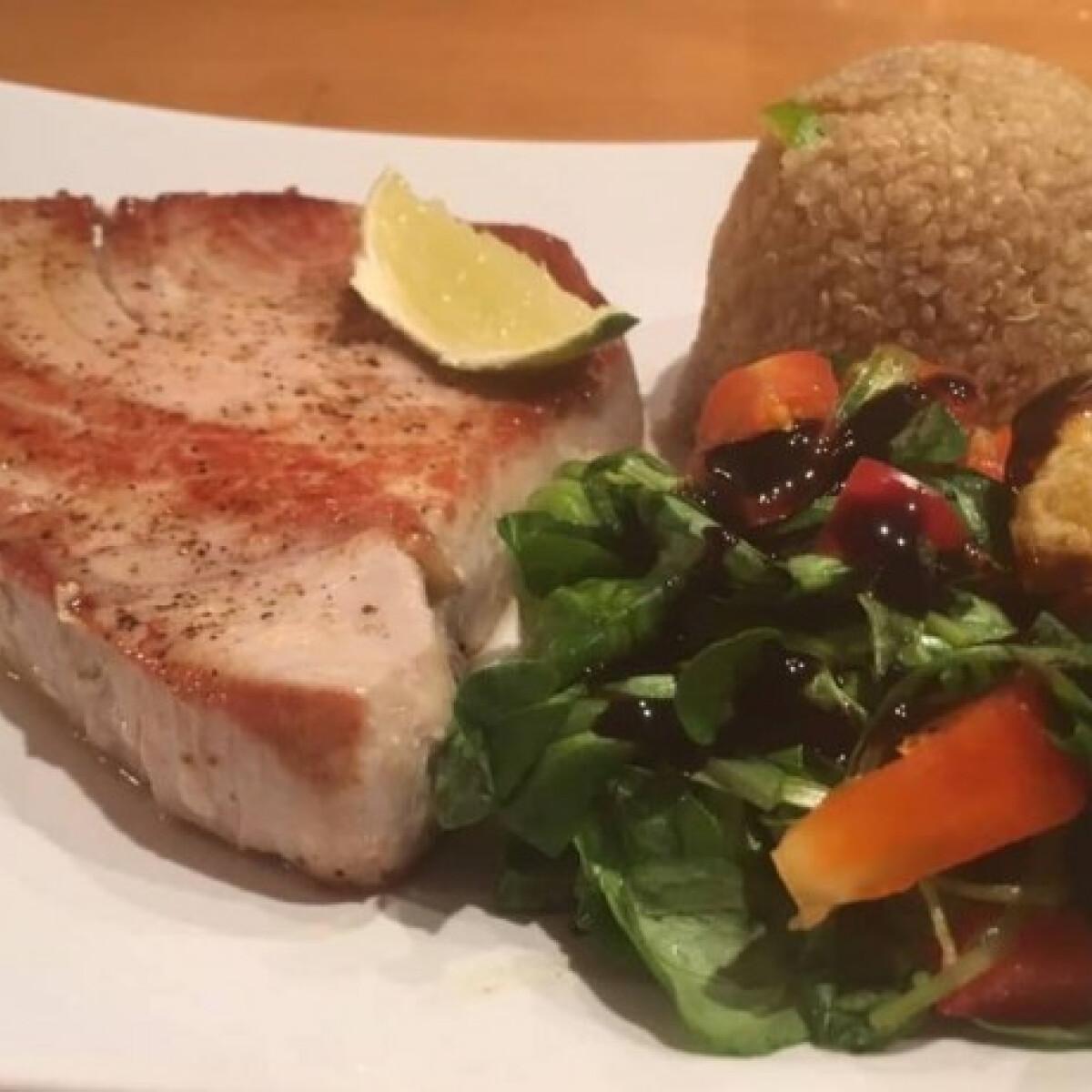 Ezen a képen: Vörös tonhal quinoával