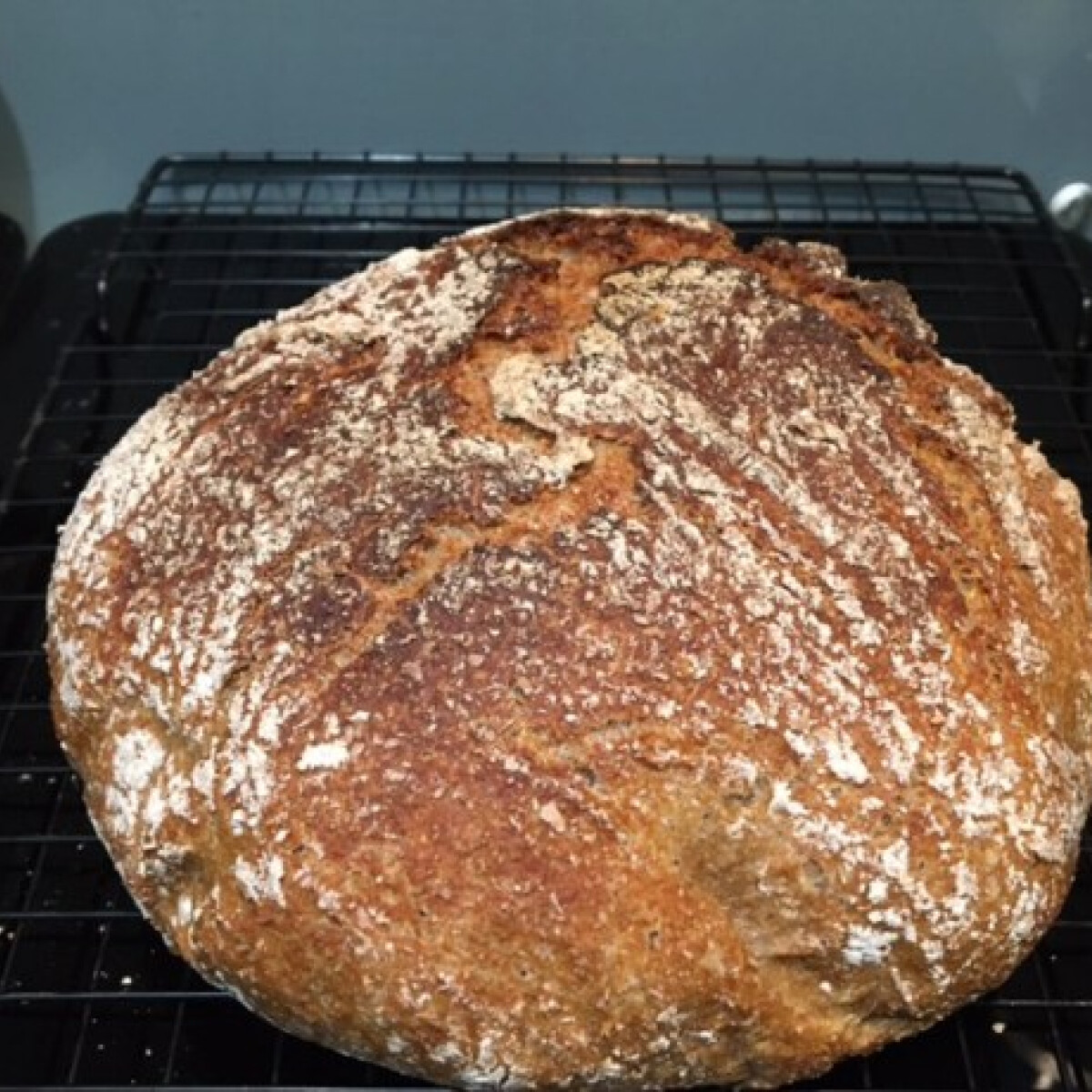 """Teljes kiőrlésű, dagasztás nélküli, """"gyors"""" kenyér"""