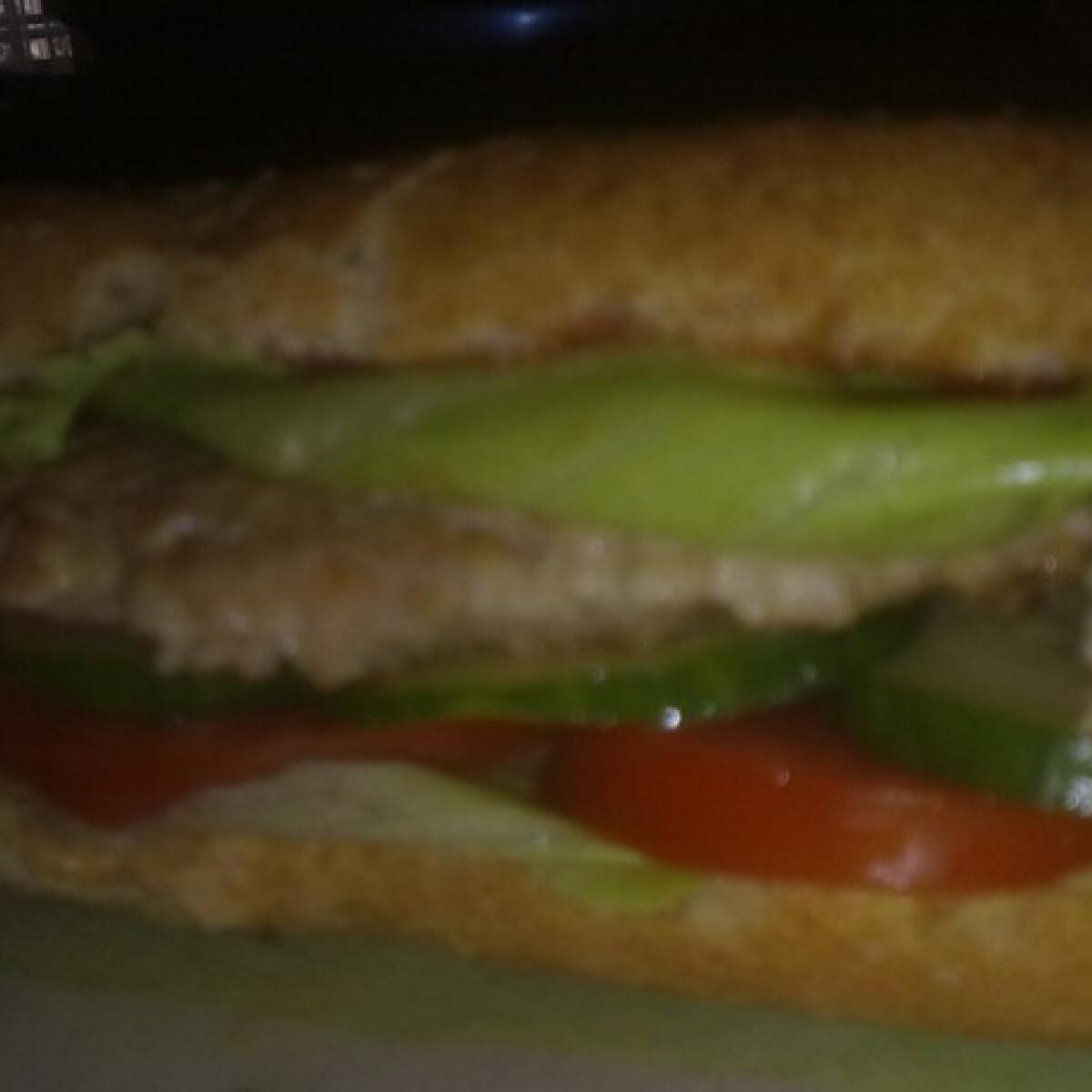 Ezen a képen: Pulykaburger ananász konyhájából