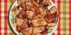 Baconös sült csirkemell párolt zöldségkörettel