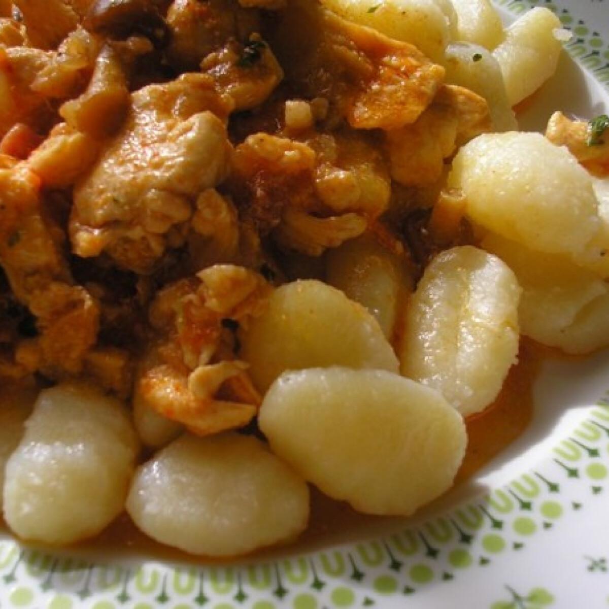 Ezen a képen: Erdei gombás csirke gnocchival