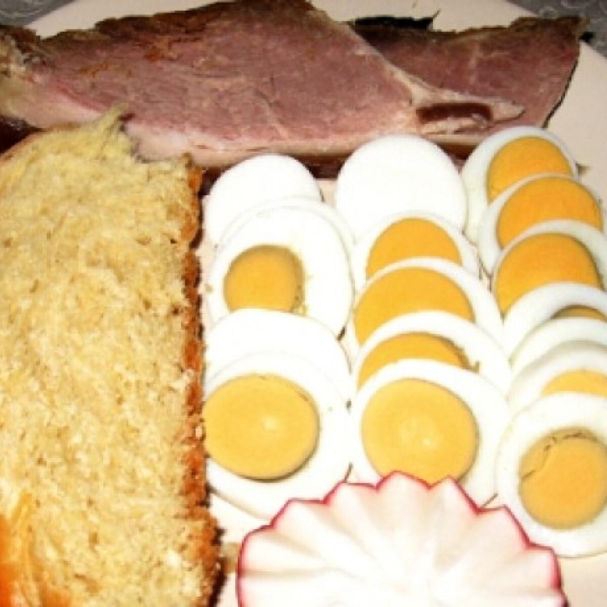 Ezen a képen: Hagyományos húsvéti reggeli