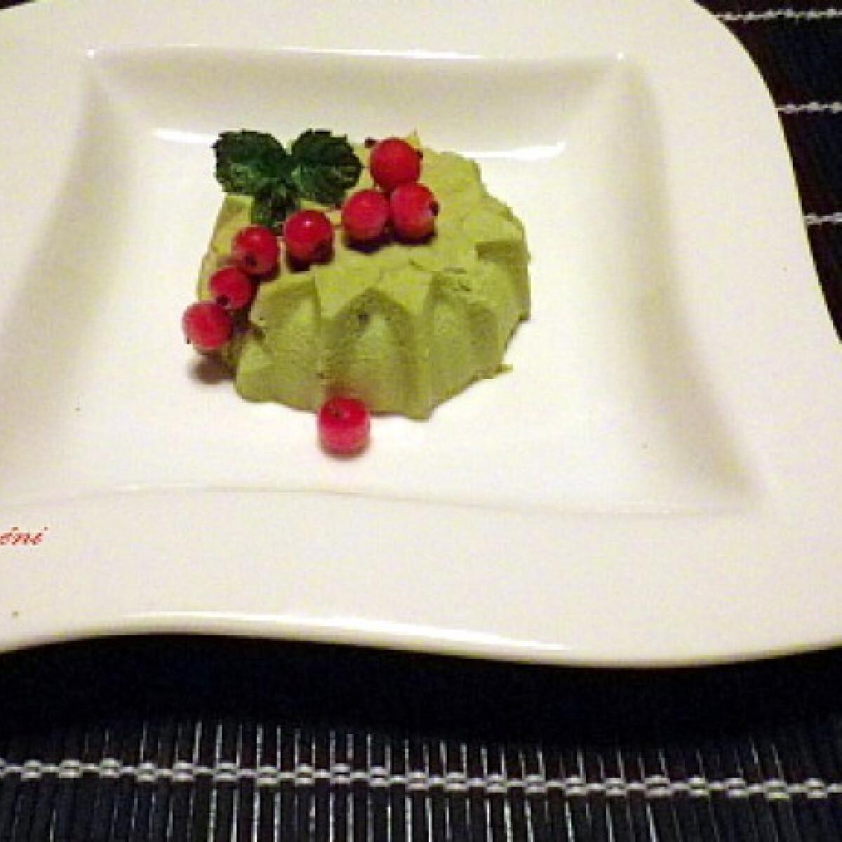 Ezen a képen: Zöld teás panna cotta Évi néni konyhájából