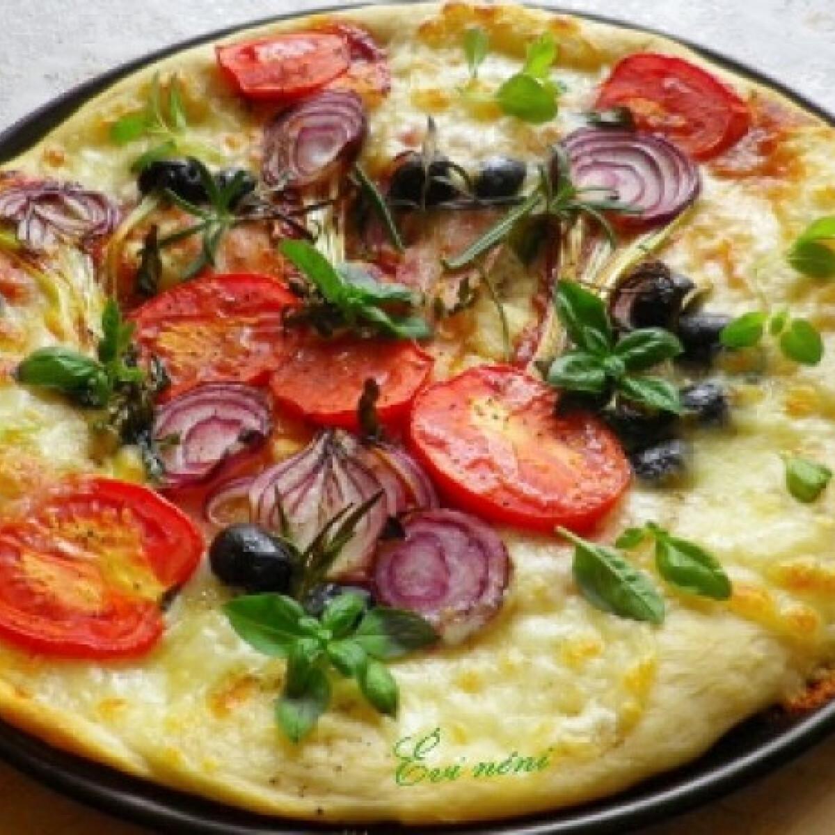 Ezen a képen: Baconös-zöldséges pizza
