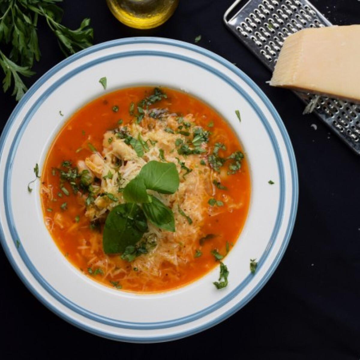 Ezen a képen: Minestrone leves kora őszre