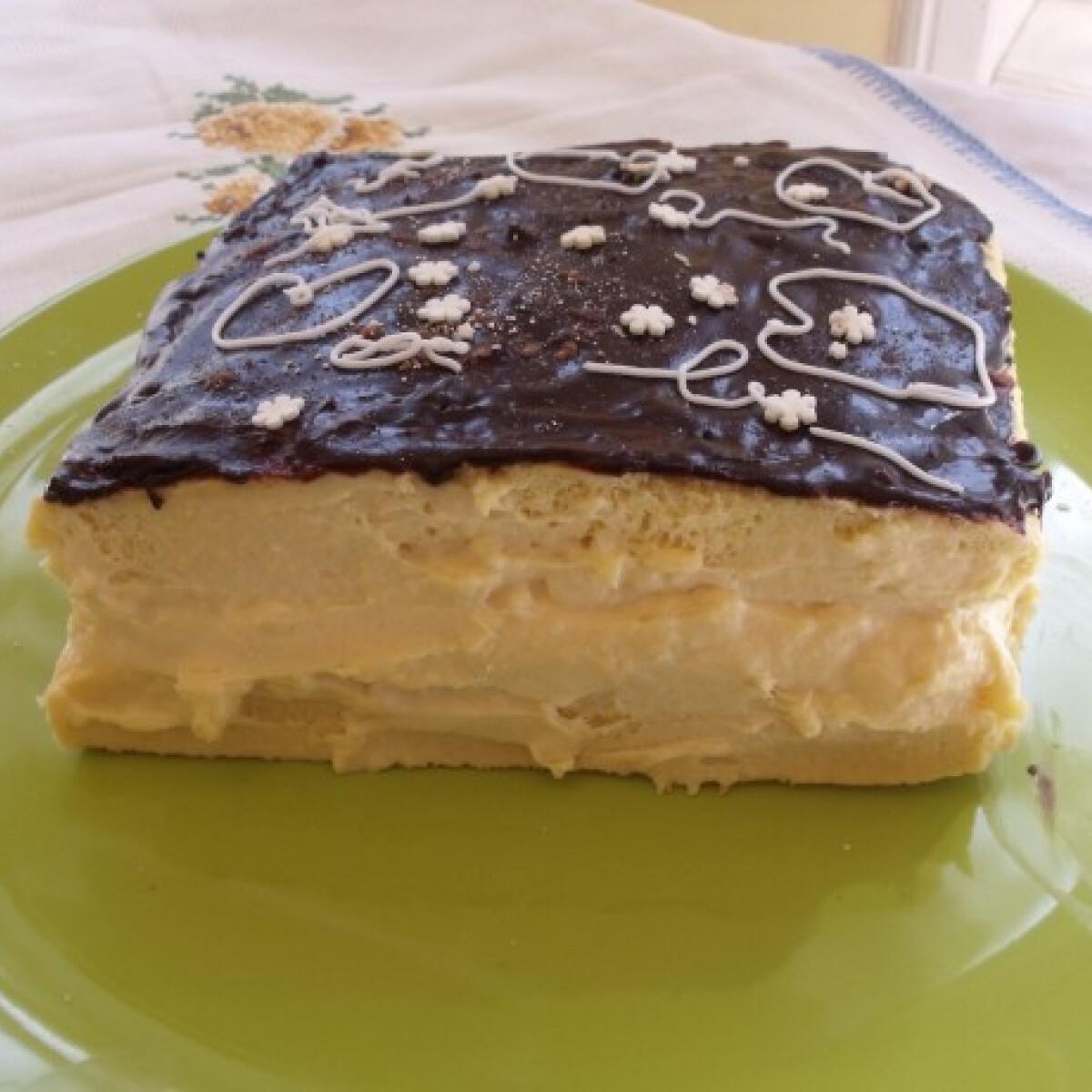 Ezen a képen: Sütemény tejfölös krémmel
