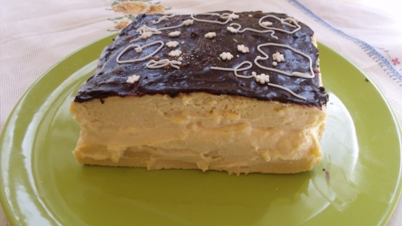 Sütemény tejfölös krémmel