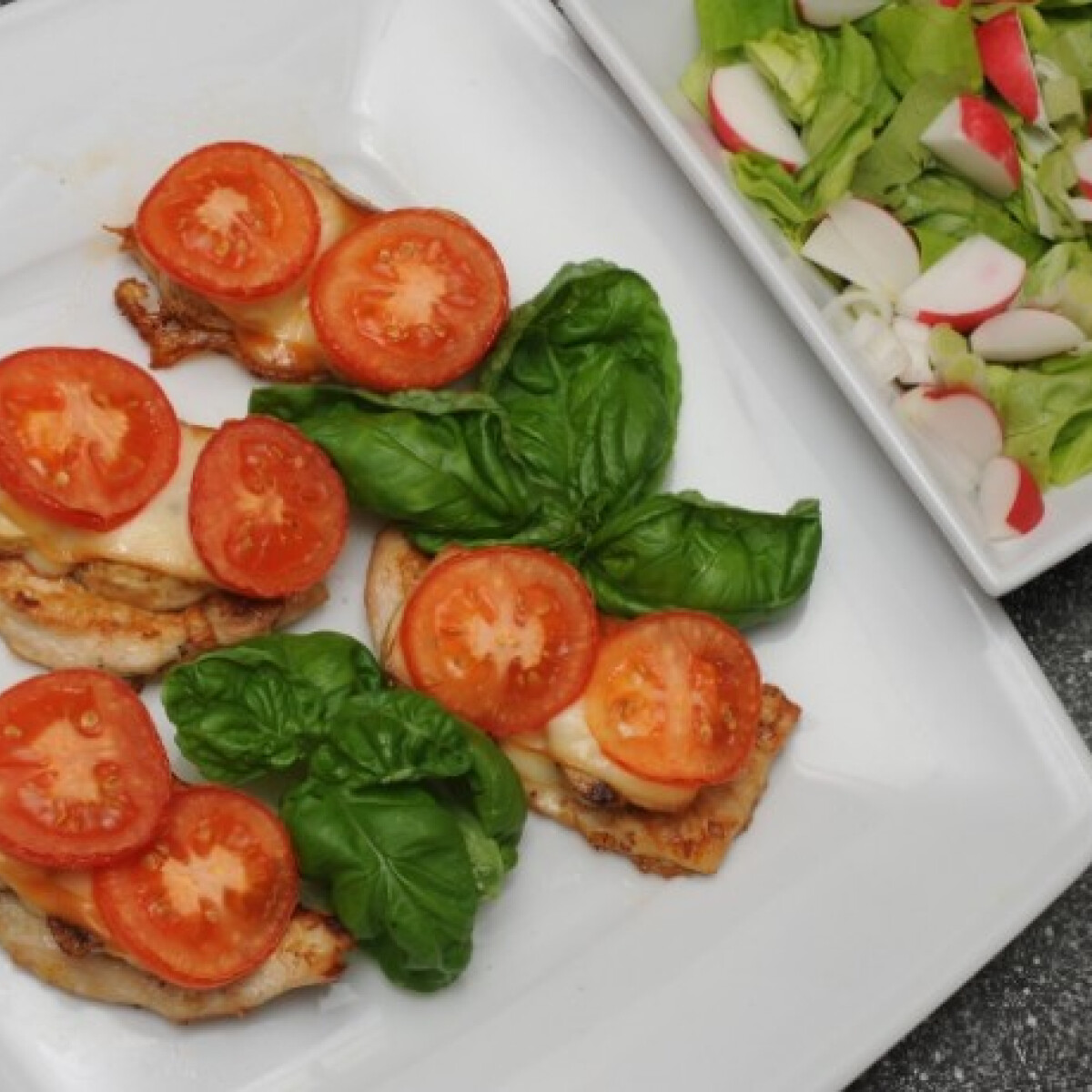 Ezen a képen: Grillezett csirkemell csiperkegombával