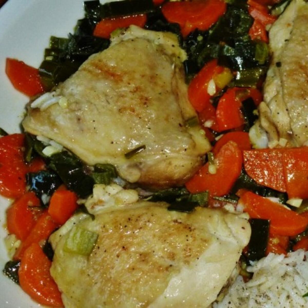 Ezen a képen: Tavaszias csirkecomb Márti konyhájából